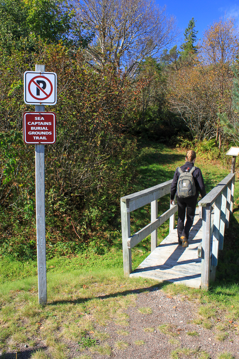 Sea Captain's Burial Grounds Trail start