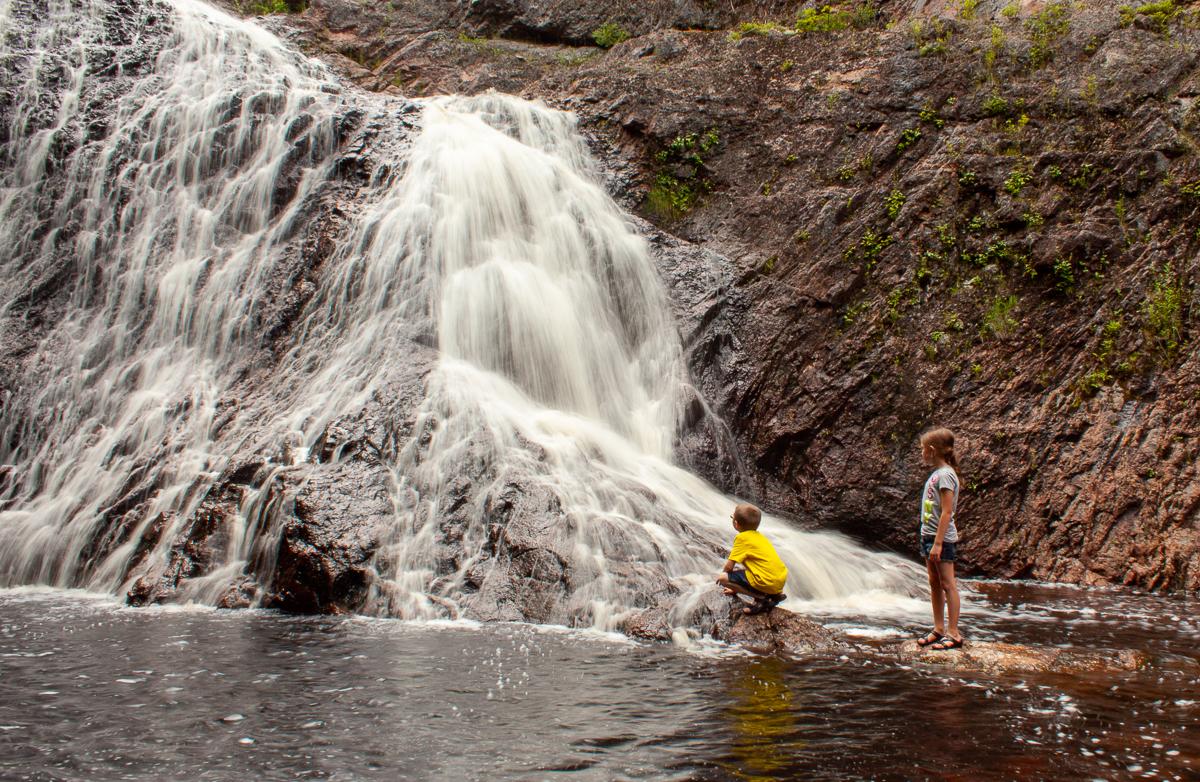 Dans le ruisseau des chutes Welsford