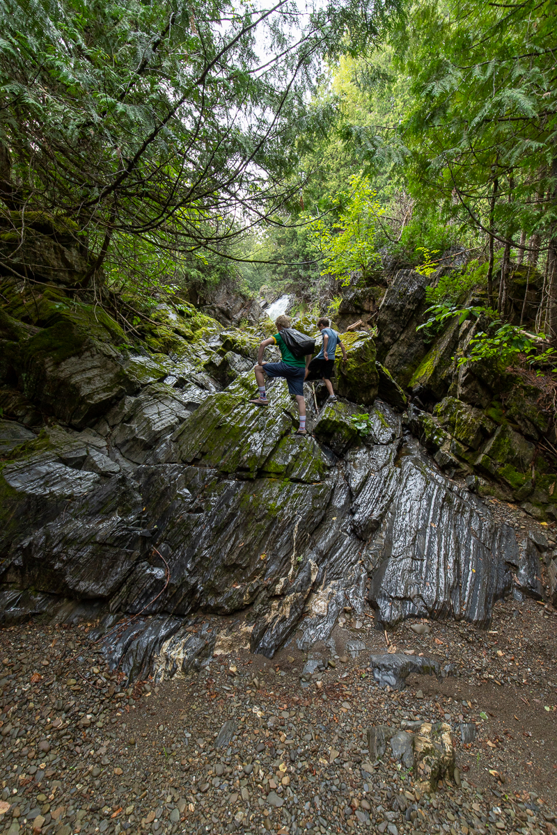 Lit de ruisseau à sec en aval des chutes Four Falls