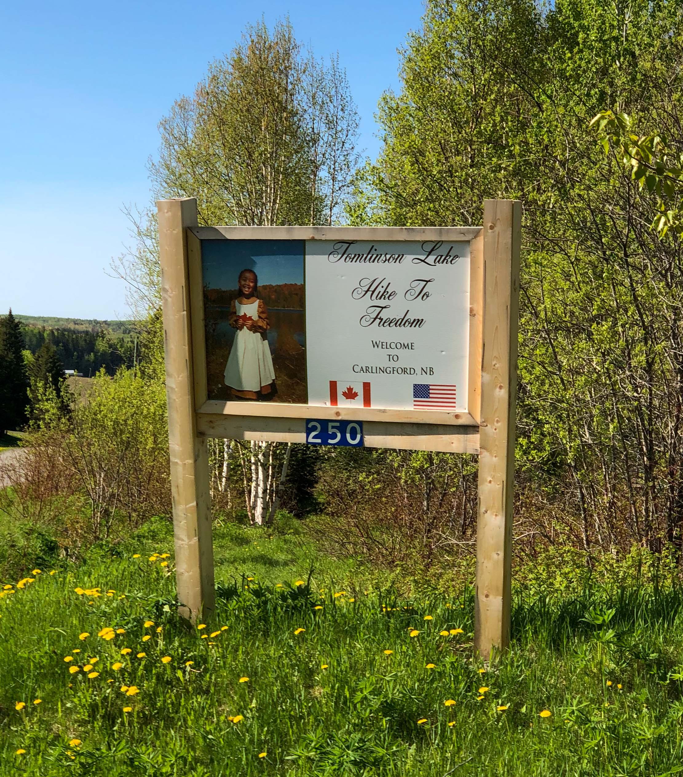 Tomlinson Lake Trail Sign