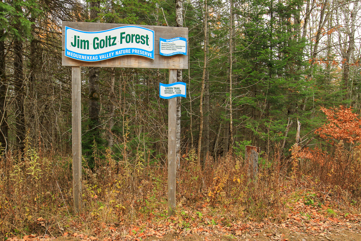 Trail sign for the Green Trail at Jim Goltz Forest at the Meduxnekeag Valley Nature Preserve